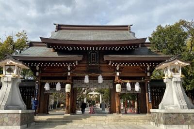 湊川神社正面